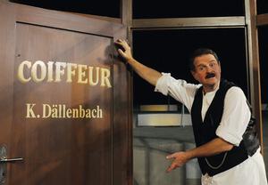 Hanspeter Müller-Drossaart als Karl Tellenbach/Dällebach Kari - Foto: thunerSeespiele AG, Markus Grunder