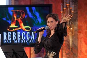 Pia Douwes bei der Präsentation des Musicals 'Rebecca' auf Schloss Hohenheim mit dem Titelsong. Foto: Stage Entertainment