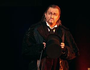 Kristian Vetter als Scrooge. Foto: Birgit Bernds
