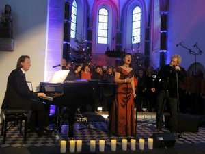 """The Prayer"": (v.l.): Stephan Kanyar (Klavier), Wilma Harth und Chris Murray. Foto: Barbara Kern"