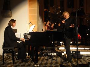 "Chris Murray und Stephan Kanyar (Piano) ""White Christmas"". Foto: Barbara Kern"