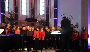 'Junge Singfonie' & 'MusicAl Dente' unter Leitung von Chordirektor Wolfgang Harth. Foto: Barbara Kern.