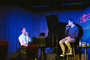 Justin Paul (am Klavier) und Benj Pasek. Foto: Katharina Molzberger