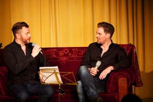 Christian Alexander Müller und Patrick Stanke in Plauderlaune. Foto: Jörg Singer