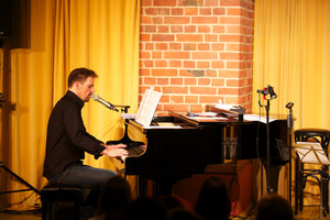 Patrick Stanke am Piano. Foto: Jörg Singer