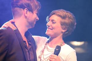 Christian Alexander Müller und Roberta Valentini haben Spaß auf der Bühne. Foto: Sandra Reichel