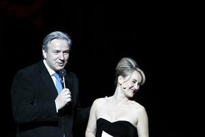 Katharine Mehrling mit dem regierenden Bürgermeister von Berlin, Klaus Wowereit. Foto: Matthias Heyde