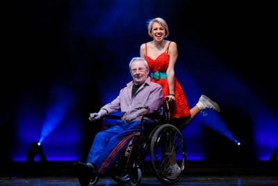 Sally und Fred ein ungleiches Paar (Helmut Baumann und Sarah Bowden) Foto: Juliane Blume