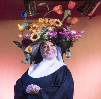 Maike Katrin Merkel als Schwester Robert Anne. Foto: Sabine Münch
