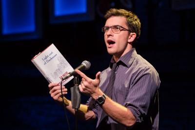Jamie (Jonathan Bailey) bei seiner BuchvorstellungFoto: Scott Rylander