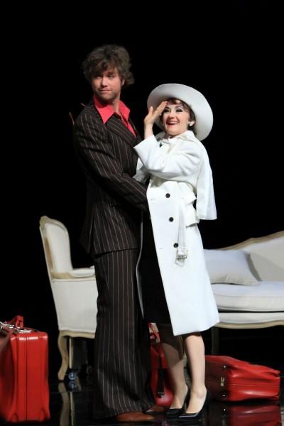 Kein Glück im privaten Leben - Judy Garland (Katharine Mehrling) und ihr neuer Verlobter Mickey Deans (Torben Krämer)Foto: DERDEHMEL/Urbschat