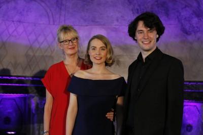 Judith Caspari (Mitte) mit Regisseurin Carline Brouwer (l.) und Pianist Peter Goller (r.). Foto: Sandra Reichel