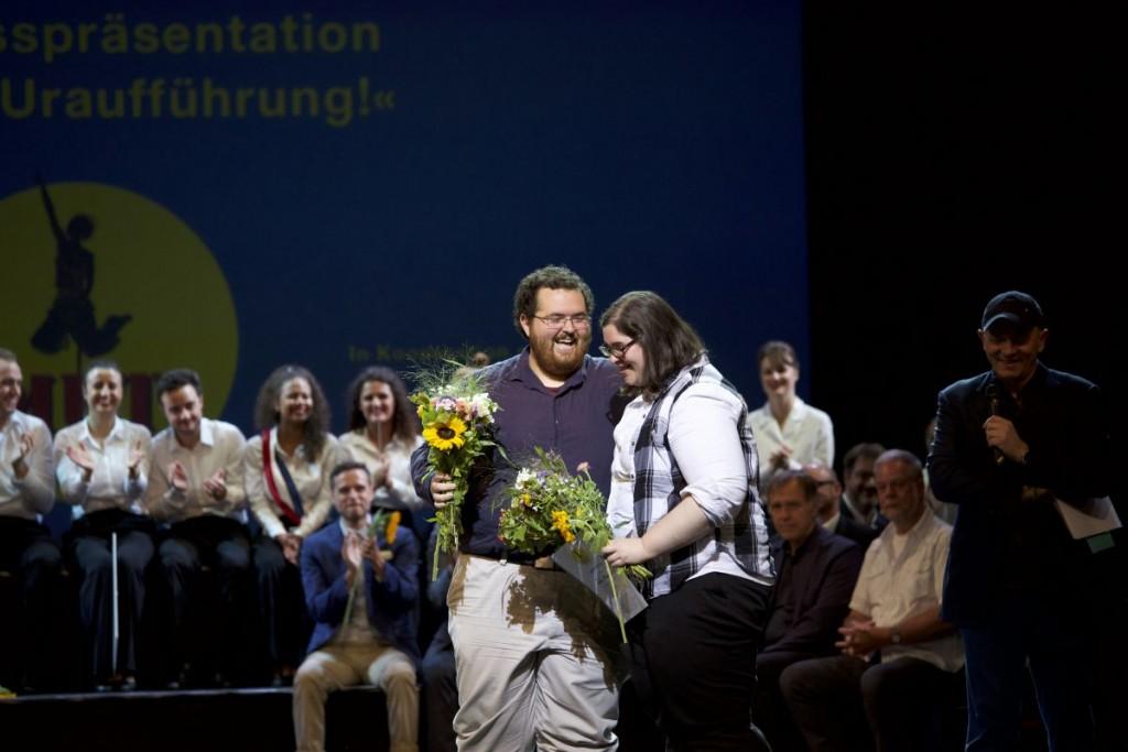 Der Jury-Preis für Jared und Jessie Field (Mitte) mit ihrem Stück »La Maupin«Foto: Christian POGO Zach