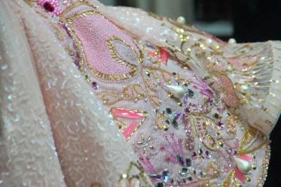 Detailansicht eines der reich bestickten Kostüme der Prinzessin JasminFoto: Ingrid Kernbach