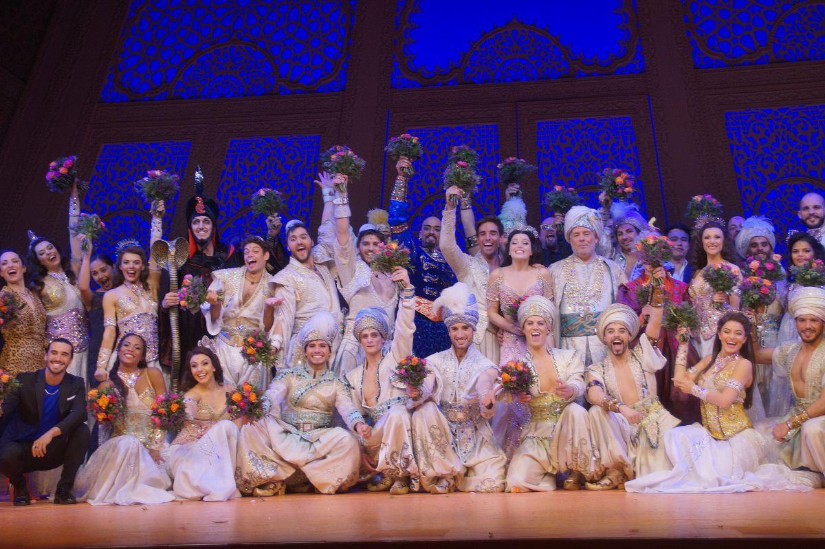 13-Das-strahlende-Ensemble-von-Aladdin-in-Stuttgart.jpg