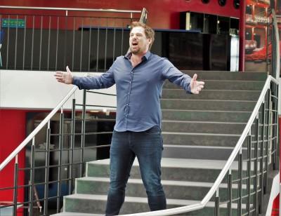 Patrick Stanke mit einer Kostprobe als William Wallace im Theater am Marientor DuisburgFoto: Birgit Bernds