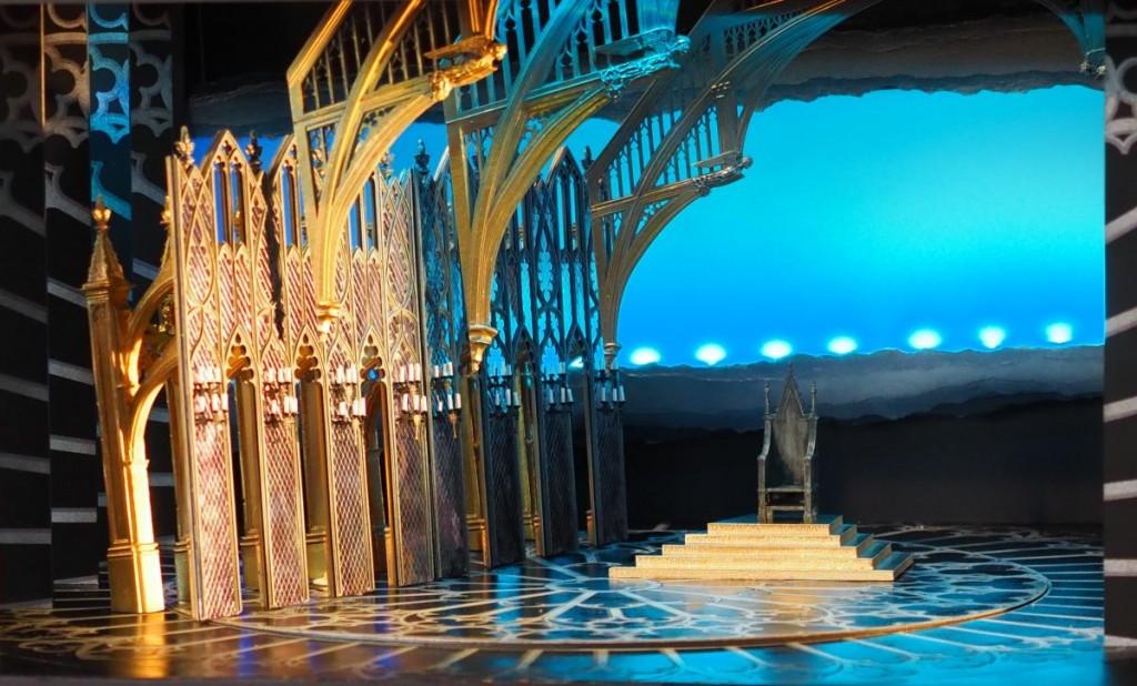 Der Thronsaal Edward I. auf der Drehbühne mit gotischen ArchitekturelementenFoto: Birgit Bernds
