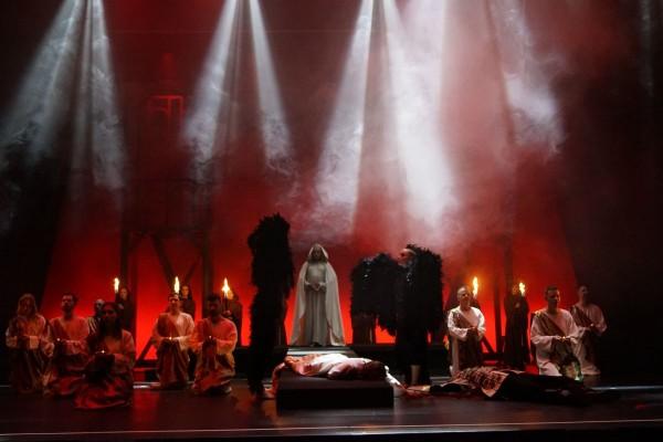 »Die Päpstin« im Theaterhaus Stuttgart und ihre verschiedenen Gesichter