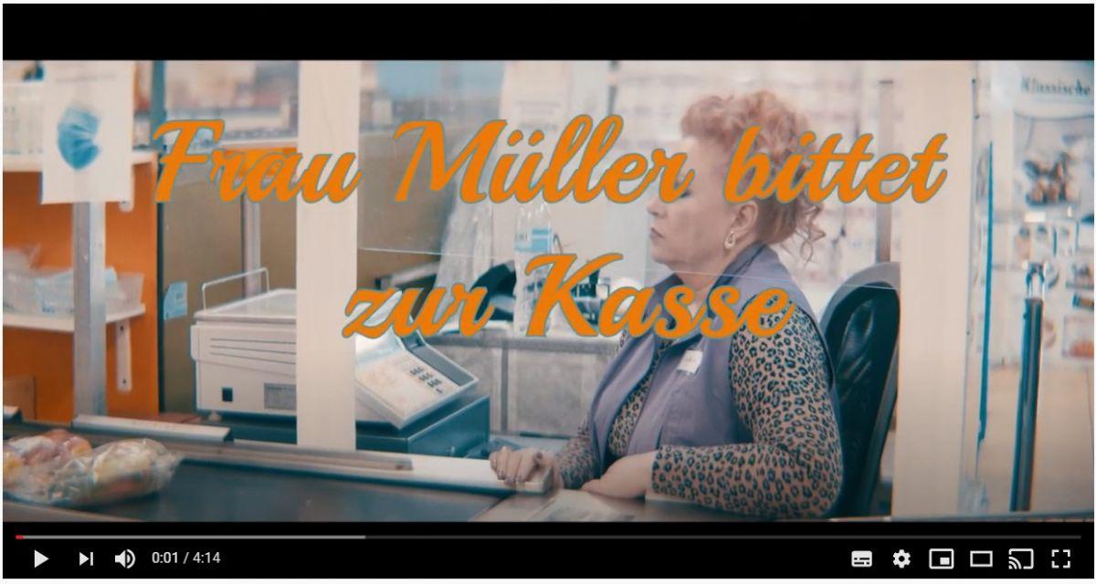 Frau-Müller-bittet-zur-Kasse.jpg
