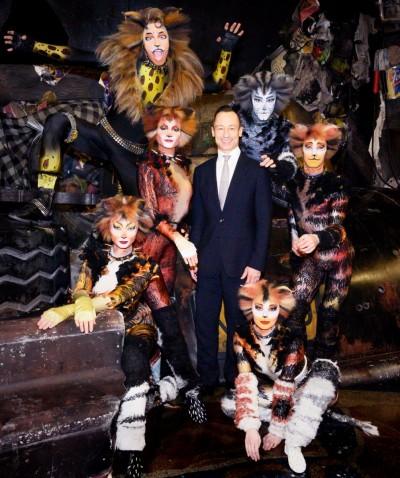VBW-Musical-Intendant Christian Struppeck mit seinem »Cats«-Ensemble